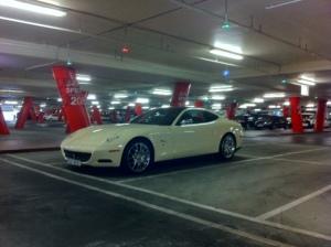 Ferrari Creme (PS: detalhe da placa com só 3 números)