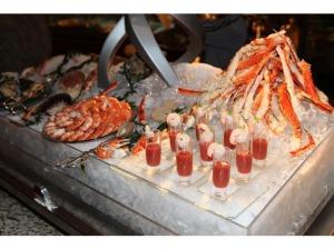 Frutos do mar de todos os tipos, vc escolhe fresco e eles fazem na hora (Westin Dubai)