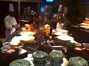 Os chefs repõem as comidas o tempo todo (Westin Dubai)