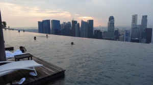 Piscina Infinita no hotel Marina Bays